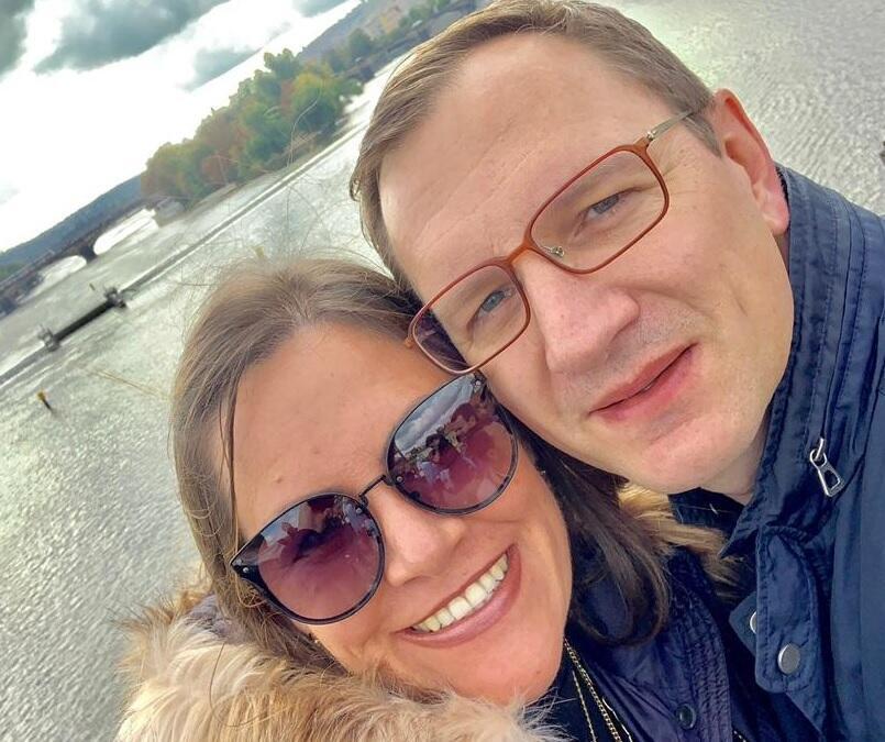 A mastercoach e orientadora educacional Marisa Lobato e o noivo Horst.