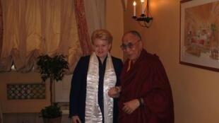 立陶宛總統和達賴喇嘛合影