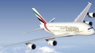 امارات متحده عربی، هواپیماهای جنگی قطر را متهم به تعقیب هواپیمای مسافربری این کشور کردند.