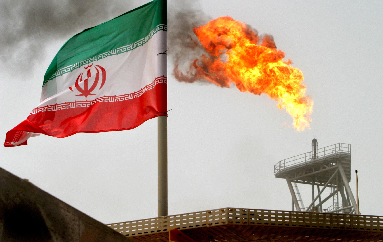 Một giàn khoan dầu ở giếng Soroush của Iran trên vịnh Péc-xích. Ảnh tư liệu chụp ngày 25/07/2005.