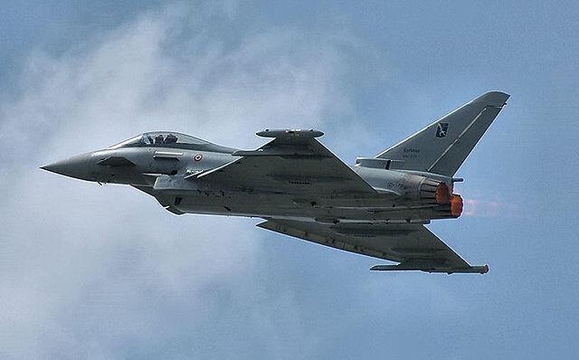 Chiến đấu cơ Eurofighter Typhoon do Châu Âu sản xuất.