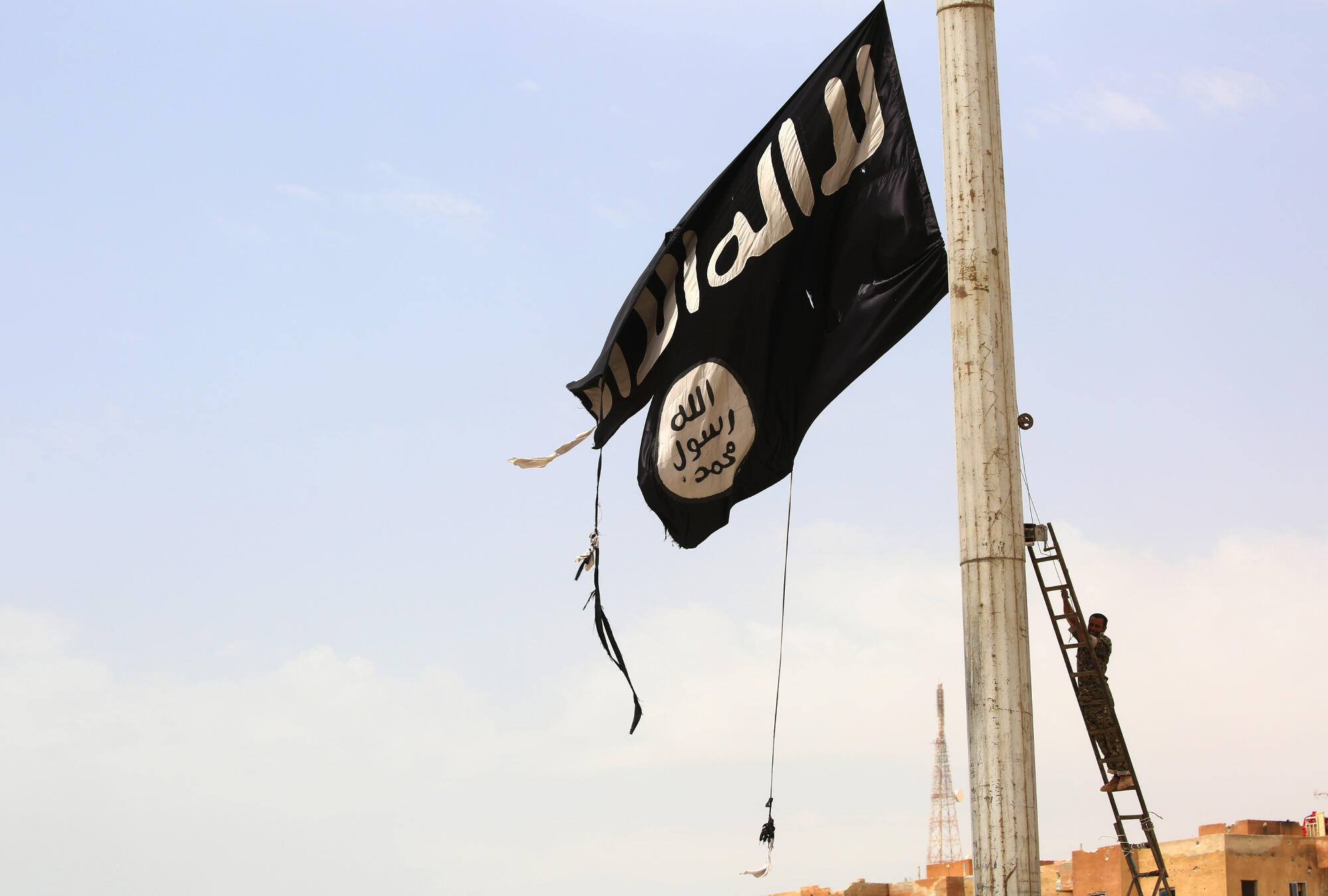 Wanajihadi watatu kutoka Ufaransa washikiliwa Syria na vikosi vya Kikurdi. Hii hapa ni bendera ya kundi la Islamic State.