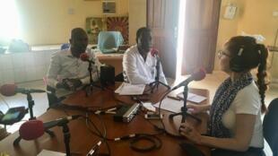 De gauche à droite: les Drs Ibrahima Ndiaye et Idrissa Ba du CEPIAD, et Caroline Paré.