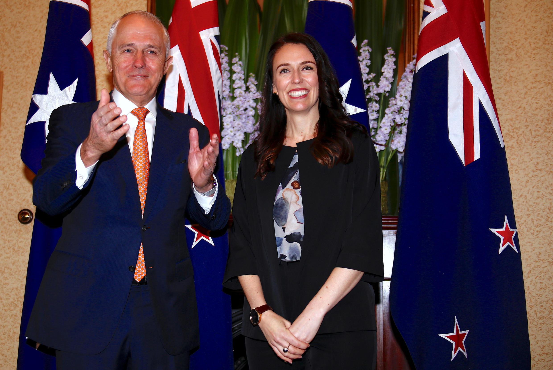 លោកនាយករដ្ឋមន្ត្រីអូស្ត្រាលី Malcolm Turnbull និងលោកស្រីនាយករដ្ឋមន្ត្រីនូវែលសេឡង់ Jacinda Ardern  ថ្ងៃទី៥ វិច្ឆិកា ២០១៧