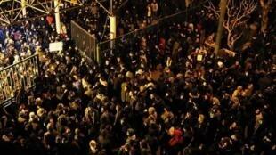 تصویری از تجمع اعتراضی در واکنش به دروغگویی مقامات جمهوری اسلامی ایران پس از سرنگونی هواپیمای اوکراینی