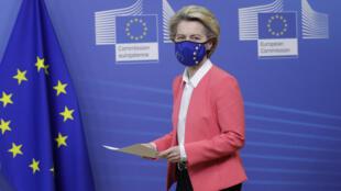 存档图片:欧盟境内的大规模接种疫苗行动应该将于2020年12月27日星期天开始。这个日子是欧盟委员会主席冯德莱恩夫人选定的。 Image d'archive: En Europe, les campagnes de vaccination pourront commencer dès les 27, 28 et 29 décembre, des dates fixées par la présidente de la Commission européenne, Ursula von der Leyen.