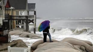 Ventos mais fortes no litoral da Carolina do Norte, anunciam a chegada do fenômeno Sindy está sendo aguardado.