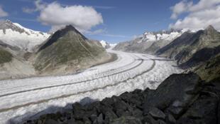 Le glacier d'Aletsch, le plus grand des Alpes, situé près de la station de montagne de Bettmeralp, est photographié le 18 août 2007.