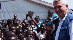 Le haut commissaire du HCR Filippo Grandi en visite au camp de réfugiés d'Adjumani, dans le nord de l'Ouganda, le 20 août 2016.