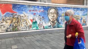 L'épidémie a été maîtrisée à Wuhan, mais une grande partie de la population continue de porter le masque dans les lieux publics.