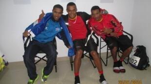 Da esquerda para a direita,  Danielson Martins, Osvaldo Alexandre e Mauro Gaspar no pódio dos 100 metros masculinos de Goa