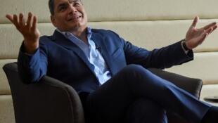 L'ancien président de l'Equateur, Rafael Correa, en septembre 2017 à Bogota, lors d'un entretien accordé à l'AFP.