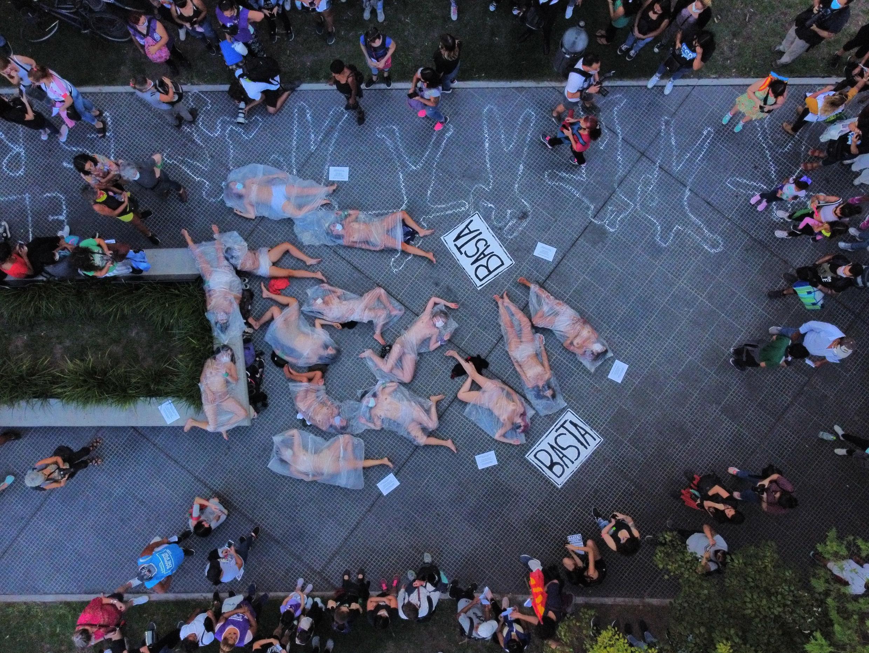 Protesta contra la violencia de género, una semana después del asesinato de Úrsula Bahillo, una mujer que había presentado más de una docena de denuncias contra el hombre que la mató. Buenos Aires, Argentina, el miércoles 17 de febrero de 2021.