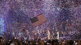 Des confettis ont envahi le palais des congrès de Chicago à l'annonce de la victoire de Barack Obama.