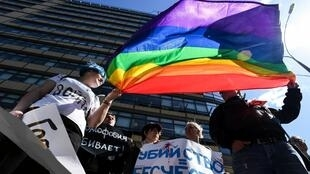 Activistas LGBT durante una manifestación en Moscú, mayo de 2017.