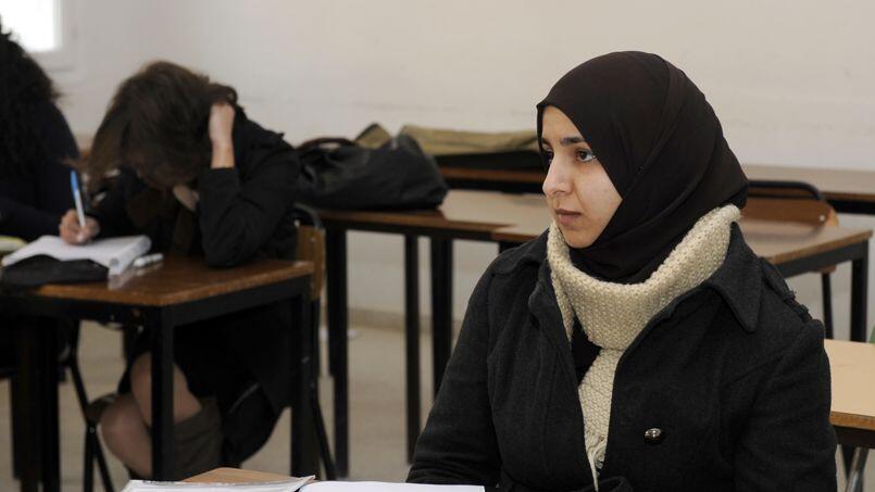 Во Франции не стихают дебаты вокруг допустимости ношения мусульманского платка в школе