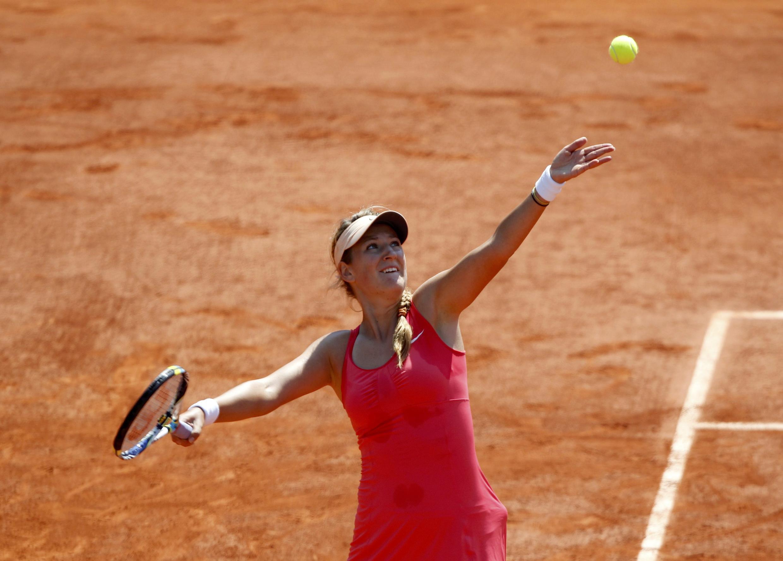 Victoria Azarenka serves to Alberta Brianti