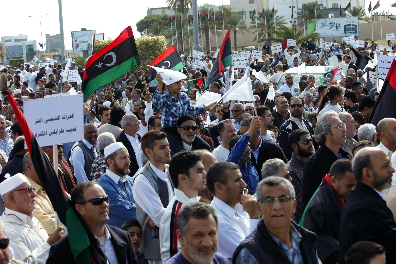 Protestos na sexta-feira acabaram em banho de sangue na capital, Trípoli.
