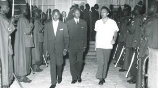 Roland Colin accueille Mamadou Dia, au retour d'une mission à Paris.