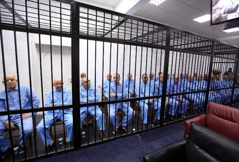 Des anciens collaborateurs de Kadhafi lors de leur procès à la cour d'appel de Tripoli, le 28 juillet 2015.