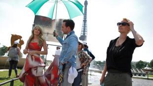 FRANCE - FILM -TOURNAGE -  PARIS   AP912208984414