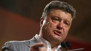 Petro Porochenko, qui a été élu au premier tour de la présidentielle en Ukraine dimanche 25 mai, a affirmé qu'il ne négociera pas avec ceux qu'il qualifie de «terroristes», les groupes séparatistes armés de l'est du pays.