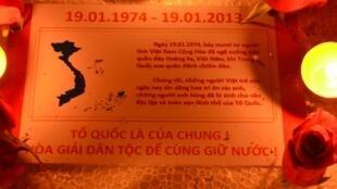 Lễ thắp nến ở Hà Nội để tri ân những người đã nằm xuống để bảo vệ Hoàng Sa (nguồn : danlambao)