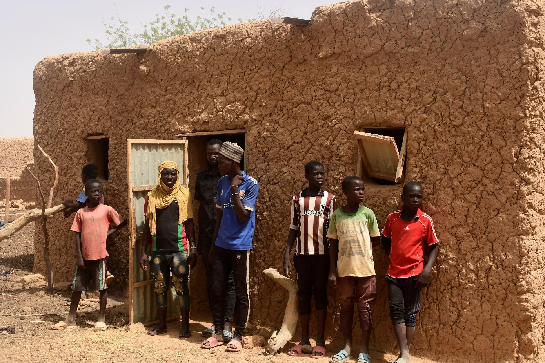 Niger - région du Tillabéri - jeunes Nigériens