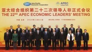 Los mandatarios que participan en la XXII Cumbre del Foro APEC.