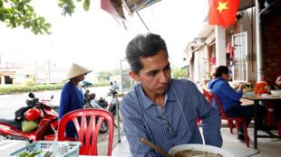 Phạm Chí Cường, một người Việt lai Mỹ 47 tuổi, bị trục xuất về Việt Nam. Ảnh chụp tại Sài Gòn ngày 20/04/2018.