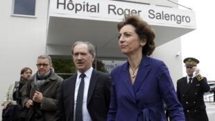 La ministre de la Santé, Marisol Touraine, quitte l'hôpital où est traité le 2e homme infecté par le coronavirus. Lille, le 11 mai 2013.