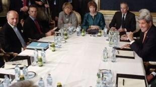 Laurent Fabius, Catherine Ashton, John Kerry et Philip Hammond autour de la table des négociations à Vienne, le 21 novembre 2014.