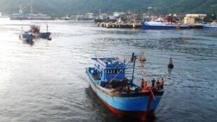 Nhiều tàu cá Việt Nam tố cáo bị tàu Trung Quốc tấn công tại Biển Đông. Ảnh chụp ngày 27/03/2013.