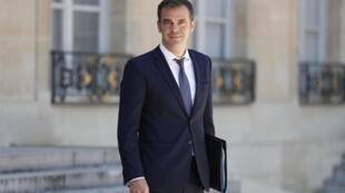 Le ministre de la Santé, Olivier Véran, à la sortie du palais de l'Elysée le 24 juin 2020 à Paris.