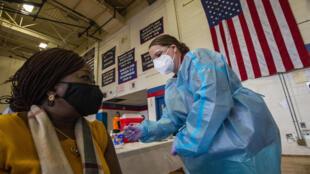 美国罗德岛注射新冠疫苗