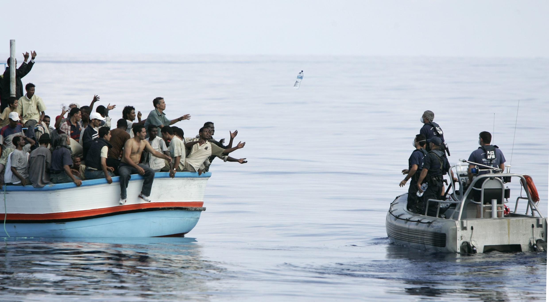 Foto de arquivo mostra a polícia de Malta no resgate de imigrantes ilegais no Mediterrâneo.