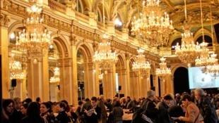 Foto de um dos salões do Hotel de Ville, sede da prefeitura de Paris