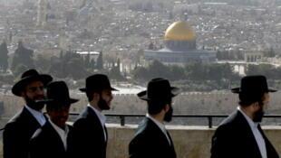 Des Israéliens ultra-orthodoxes à Jérusalem.