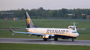 Esta foto tomada el 23 de mayo de 2021 muestra un avión de pasajeros Boeing 737-8AS de Ryanair (vuelo FR4978, SP-RSM) procedente de Atenas, Grecia, que fue interceptado y desviado a Minsk el mismo día por las autoridades bielorrusas, aterrizando en el aeropuerto internacional de Vilna, su destino inicial