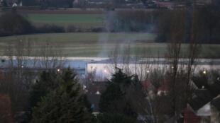 Le site de l'imprimerie à Dammartin-en-Goële, lors de l'assaut du GIGN, le vendredi 9 janvier 2015.