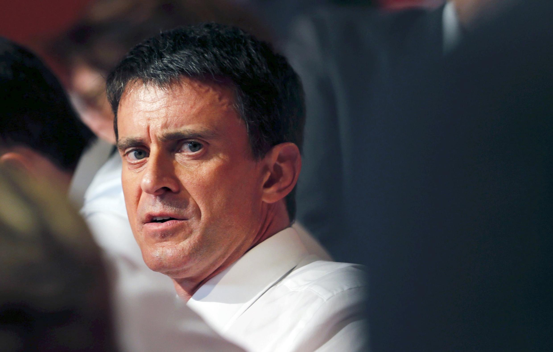 Premiê francês Manuel Valls disse que se arrepende de ter viajado com os filhos em um avião oficial.