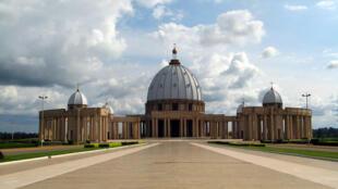 La basilique Notre-Dame de la paix, dans la capitale ivoirienne Yamoussoukro. Elle est reconnue depuis 1989 comme le plus grand édifice religieux chrétien au monde.