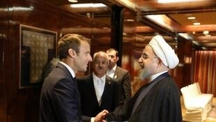 Эмманюэль Макрон (слева) и президент Ирана Хасан Рухани на Генеральной ассамблее ООН в сентябре 2017 г.