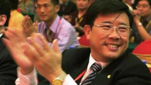 Lương Ổn Căn, tỉ phú giàu nhất Trung Quốc trong một hội nghị tại Hồ Nam. Ảnh chụp ngày 10/06/2005.