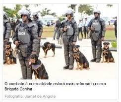Polícia angolana com cães de guardam que atacam manifestantes, como aconteceu em Benguela a 17 de sembro