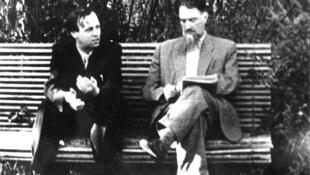 А.Д. Сахаров с И.В. Курчатовым в саду Института атомной энергии. Москва, сентябрь1958 г.
