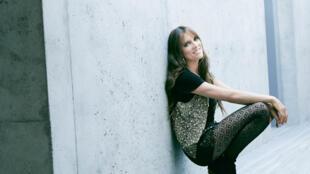 La chanteuse Lynda Lemay revient avec un 14ème album, «Décibels et des silences», label Warner Music.