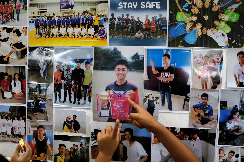Doze crianças e seu treinador de futebol foram pegos de surpresa pelo aumento do nível da água e ficaram presos em uma caverna na Tailândia.