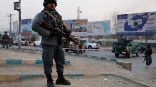 Cảnh sát Afghanistan sau vụ khủng bố ở Kaboul ngày 24/12/2018.