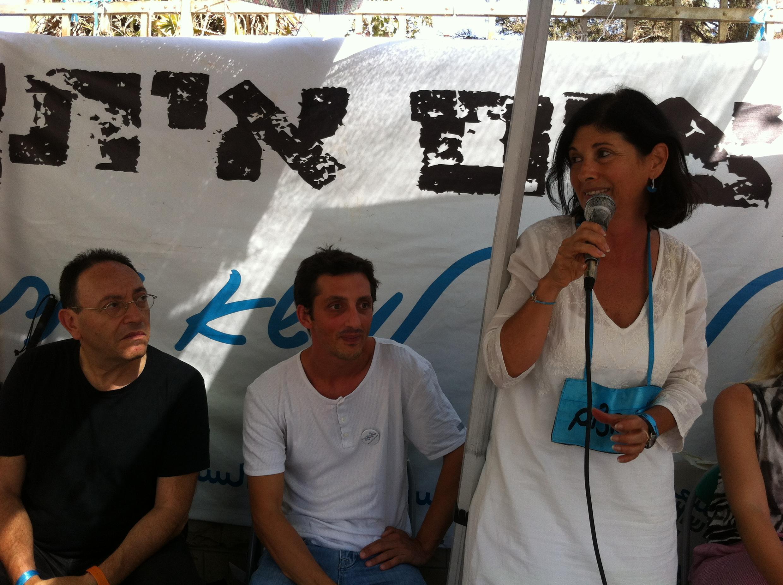 Michel Kichka, caricaturiste, Jehan Berman, agriculteur, et Marie-Lyne Smadja, confondatrice du mouvement « Les femmes oeuvrent pour la paix »